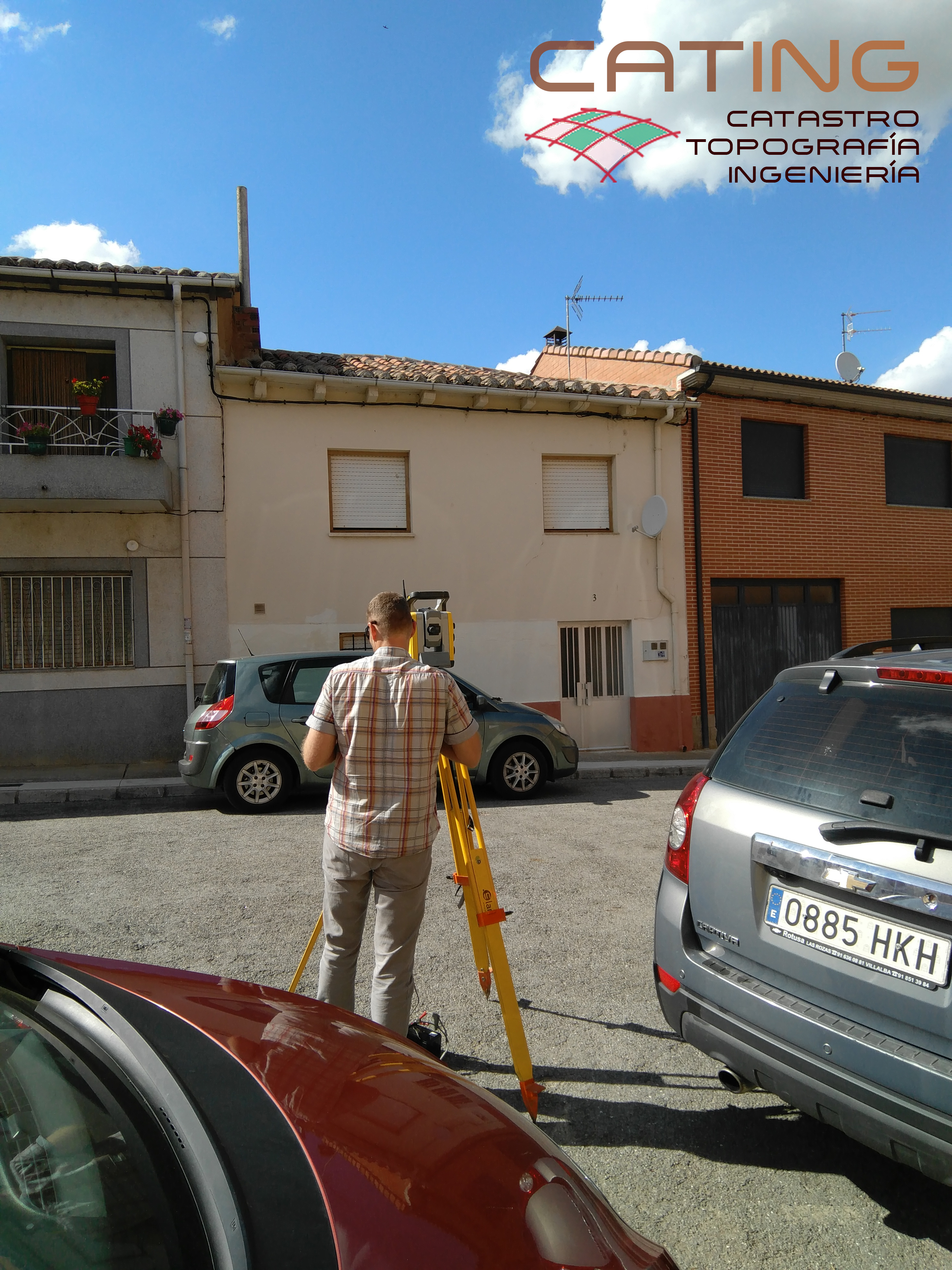 Medición topográfica para corregir la superficie de una finca en León.